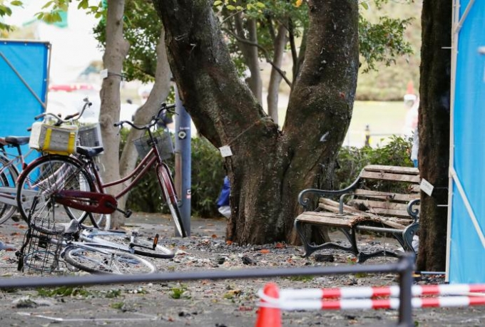 Các nhân chứng nói với đài NHK rằng họ nghe thấy một loạt tiếng nổ lớn và ngửi thấy mùi thuốc nổ. (Ảnh: Reuters)