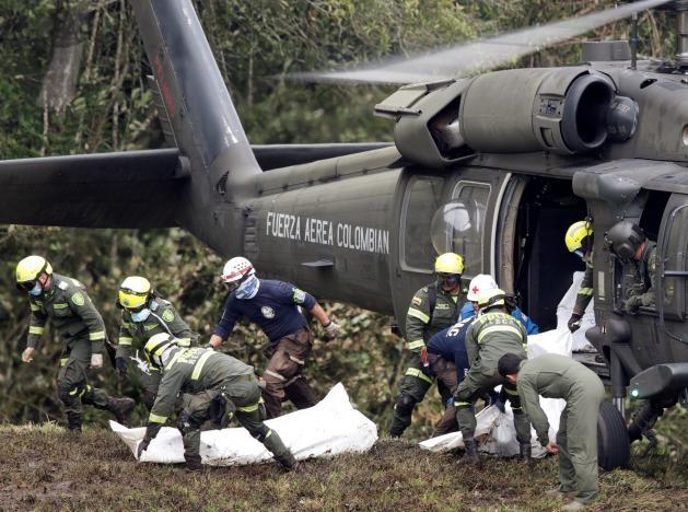 Hiện trường vụ tai nạn thảm khóc. (Ảnh: Reuters)
