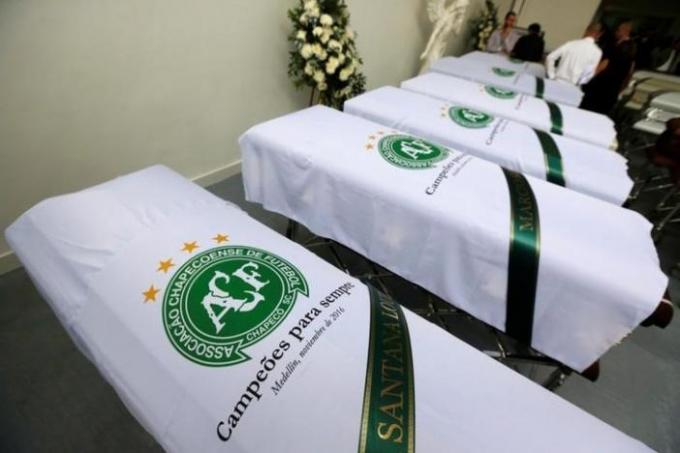 Được biết, tại quê hương của câu lạc bộ bóng đá Chapecoense ở thành phố Chapeco, Brazil khoảng hơn 100.000 người (một nửa dân cư của thành phố) sẽ tham dự lễ tưởng niệm tập thể các cầu thủ. (Ảnh: Reuters)