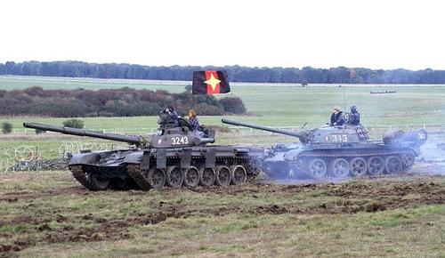 Xe tăng T-72 và T-55 tham gia tập trận. (Ảnh:Livejournal)