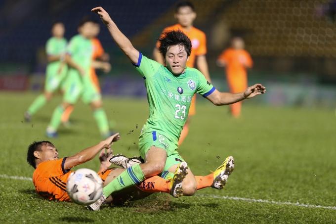 Do tính chất quan trọng của trận chung kết nên cầu thủ SHB Đà Nẵng và Shonan Bellmare thi đấu rất quyết liệt.