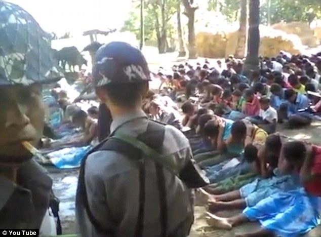 Quân đội Myanmar đàn áp những ngườiRohingya.