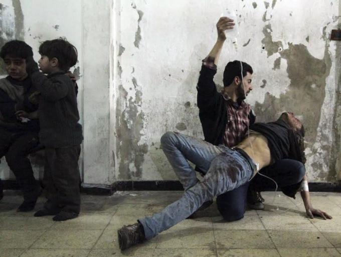 Giới phê bình cho rằng chính sách của Tổng thống Obama ở Syria đã tạo cơ hội cho Tổ chức khủng bố Nhà nước Hồi giáo tự xưng (IS) bành trướng kéo theo dòng người nhập cư gây bất ổn châu Âu.