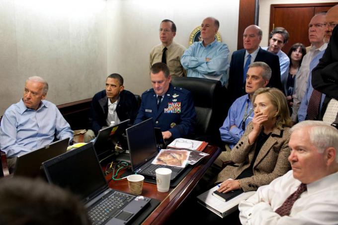 Năm 2011, Tổng thống Obama đã ghi được một thắng lợi lớn về ngoại giao khi ông quyết định xúc tiến một cuộc hành quân đặc biệt và hạ sát thành công trùm khủng bố Osama bin Laden của al-Qaeda ở Pakistan.