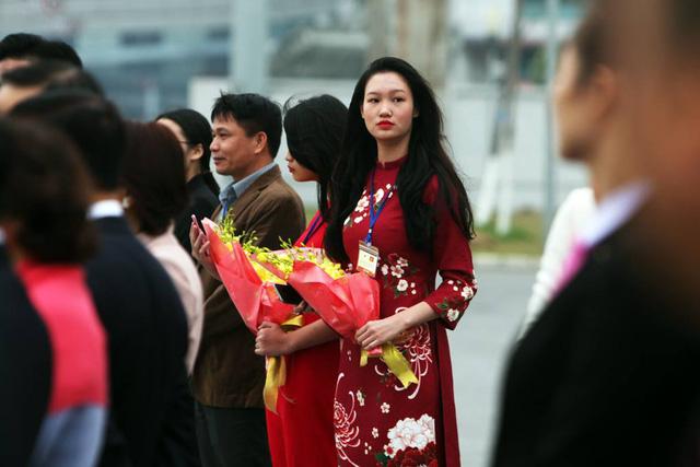Những bó hoa tươi được chuẩn bị chu đáo để chào đón Nhà vua và Hoàng hậu Nhật Bản tới Việt Nam.