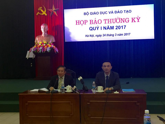 Thứ trưởng Bộ Giáo dục và Đào tạo Bùi Văn Ga chủ trì buổi họp báo.