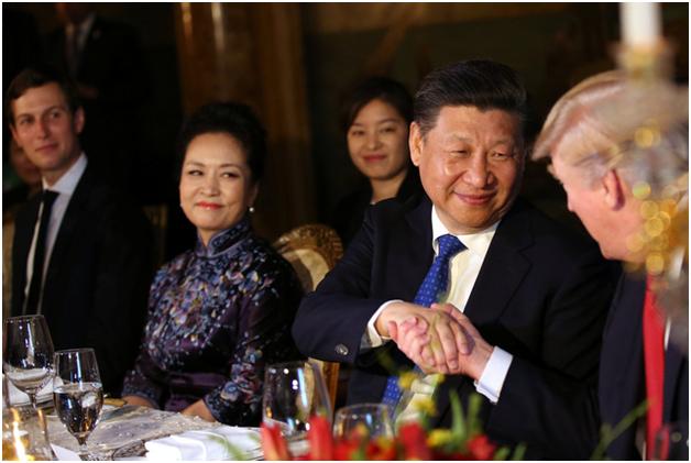 """Trước khi bắt đầu bữa tiệc, Tổng thống Trump đã chia sẻ về """"tình bạn"""" với Chủ tịch Tập Cận Bình, khẳng định đây sẽ là mối quan hệ tốt đẹp về lâu dài. (Ảnh: Reuters)"""