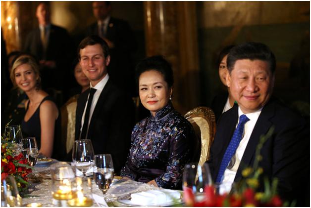 Con gái của Tổng thống Trump, Ivanka Trump (ngoài cùng bên trái) cũng tham dự tiệc tối cùng nhà lãnh đạo Trung Quốc. (Ảnh: Reuters)