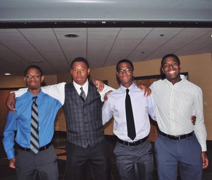 Từ trái sang Nigel, Zach, Aaron và Nick. (Ảnh gia đình)