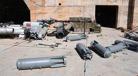 Hiện trường ở sân bay Shayrat sau vụ tấn công của Mỹ.