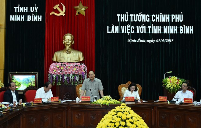 Thủ tướng làm việc với lãnh đạo tỉnh Ninh Bình.