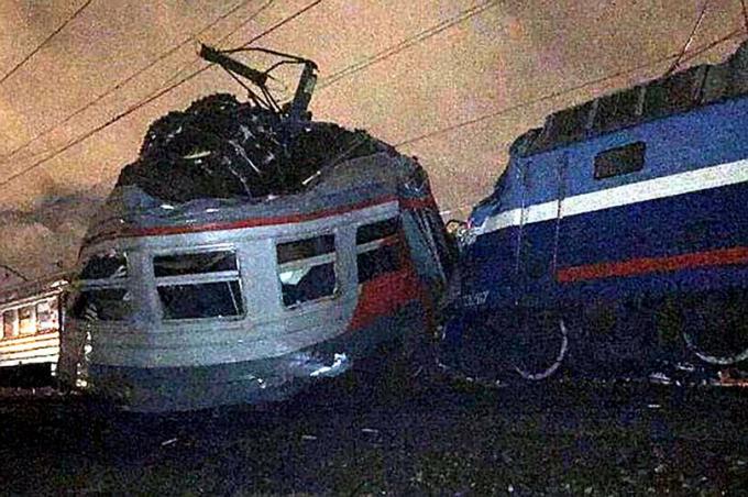 """RIA Novosti dẫn tuyên bố của người phát ngôn Ủy ban Điều tra Nga, bà Tatiana Morozova cho biết: """"Vào thời điểm xảy ra vụ tai nạn, chuyến tàu hỏa đường dài chở theo 445 hành khách trong khi chuyến tàu từ ngoại ô vào thủ đô chở 4 người bao gồm 1 tài xế, 1 trợ lý và 2 người soát vé"""". (Ảnh: East2west news)"""