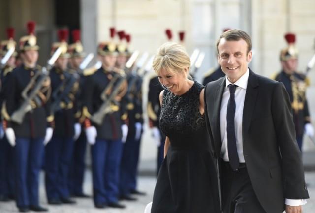 Vợ chồng tân tổng thống Emmanuel Macron tại Điện Elisse ở Paris.