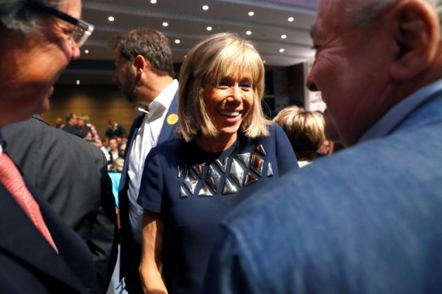 Bà Brigitte Trogneux và ông Macron kết hôn năm 2007, mặc dù không có con chung nhưng cuộc sống của hai người vô cùng hạnh phúc.