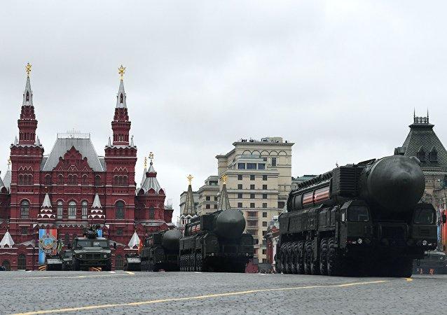 Tên lửa RS-24 Yars hiên ngang tiến vào Quảng trường Đỏ.