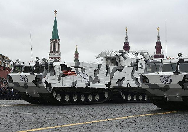 Hệ thống tên lửa phòng không tầm ngắn TOR-M2DT làthiết kế đặc biệt để phục vụ mục tiêu quân sự ở Bắc Cực.