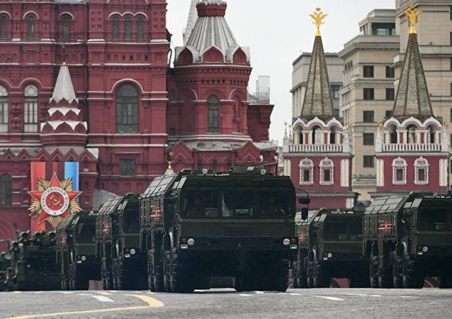 Điều đáng tiếc nhất trong lễ kỷ niệm chiến thắng 9/5 là quân đội Nga bất ngờ hủy phần duyệt binh chiến đấu cơ do trời nhiều mây và có thể mưa lớn.