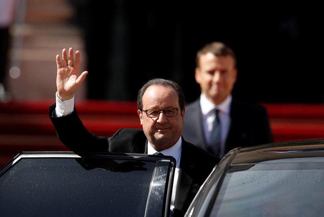 Ông Hollande, người tại vị từ năm 2012, vẫy tay trước khi bước vào xe ô tô để rời đi, kết thúc nhiệm kỳ tổng thống kéo dài 5 năm. (Ảnh: Reuters)