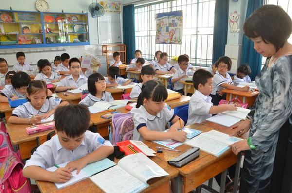Bộ GD-ĐT sẽ đào tạo giáo viên cốt cán từ tháng 9/2017 để chuẩn bị cho đợt thay sách giáo khoa vào năm học 2017 - 2018. (Ảnh: Nld)