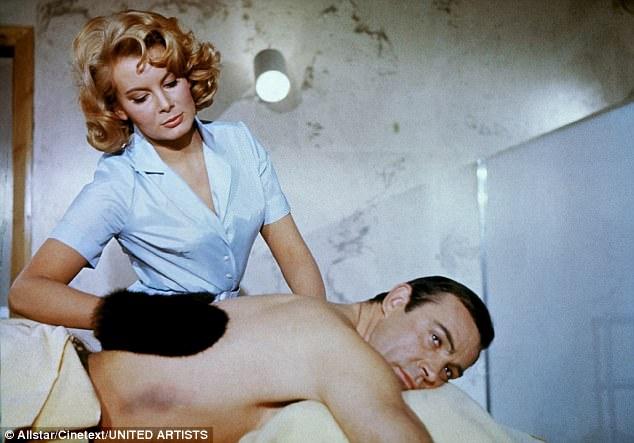 Người đẹp đầu tiên phô diễn hình thể trong phim 007 vừa qua đời