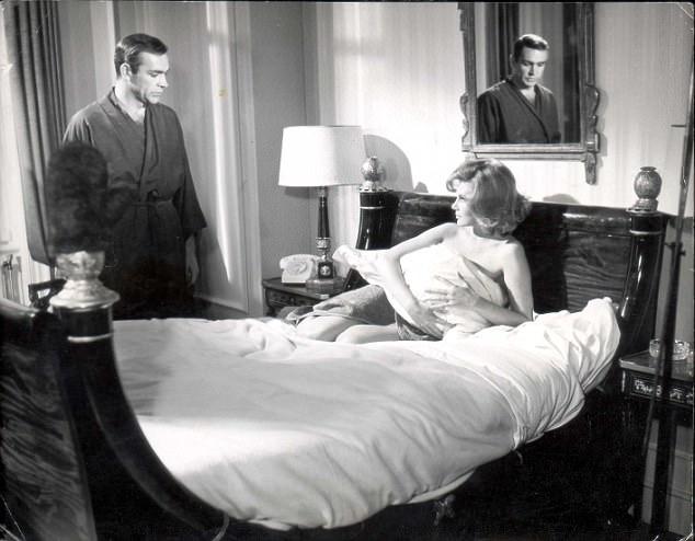 """Sau khi tạo được sự chú ý với vai diễn trong """"Thunderball"""", nữ diễn viên Molly Peters chỉ còn xuất hiện trong một vài bộ phim nữa rồi kết thúc sự nghiệp diễn xuất khi mới gần 30 tuổi."""