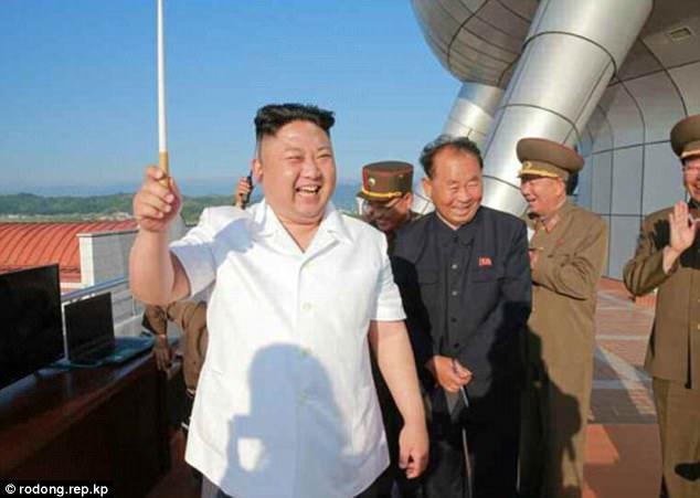 Nhà lãnh đạo Triều Tiên Kim Jong-un cũng trực tiếp quan sát vụ thử nghiệm. (Ảnh: Rodong Sinmun)