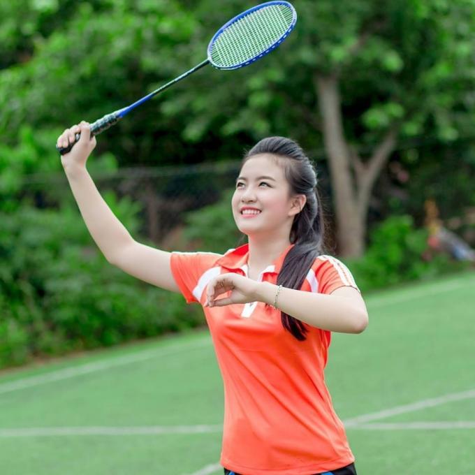 Linh rất yêu thích môn thể thao cầu lông