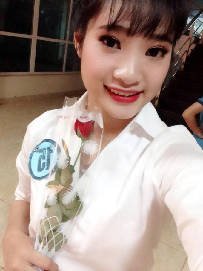Thí sinh Nguyễn Thị Hồng Nhung, chiều cao: 1m65, số đo 3 vòng: 86-64-90