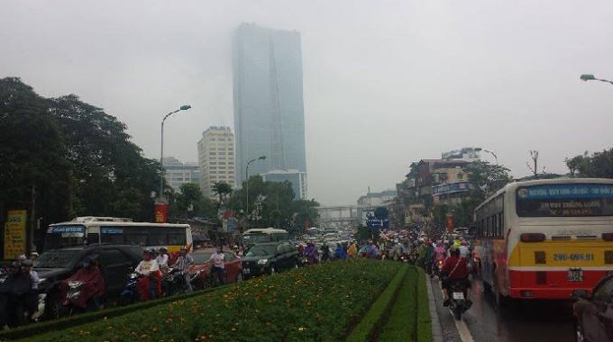 Dòng người chen chúcTrên đường Nguyễn Chí Thanh - Đê La Thành (Ảnh: Đức Quý).
