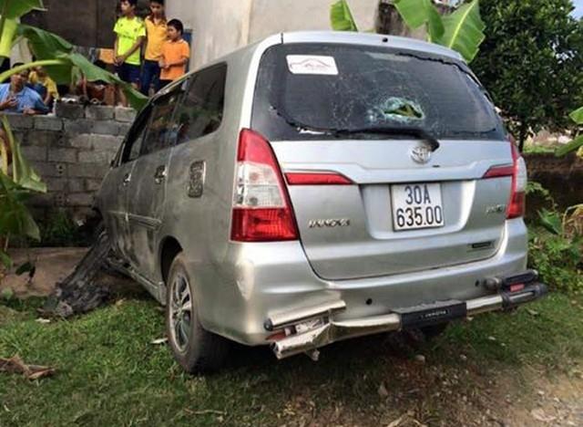 Chiếc xe gây tai nạn liên hoàn chỉ dừng lại khi đâm vào một bức tường (Ảnh: Beat).