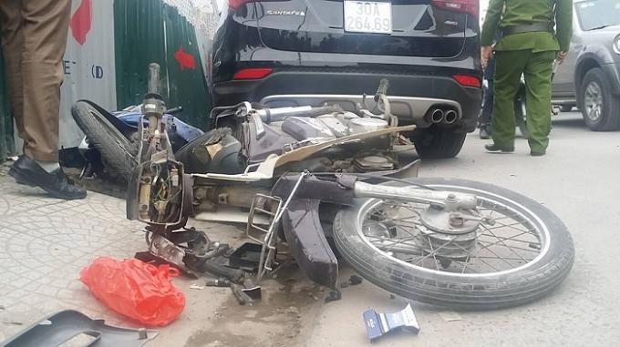 """Hà Nội: """"Xế hộp"""" mất lái gây tai nạn liên hoàn"""