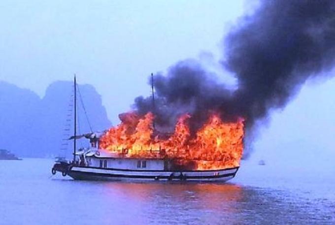 Đây không phải là lần đầu tiên tàu du lịch cháy trên Vịnh Hạ Long (Ảnh minh họa).