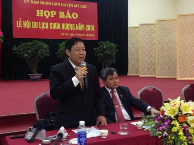 Ông Nguyễn Văn Hậu, Phó chủ tịch UBND huyện Mỹ Đức, trưởng ban tổ chức lễ hội tại buổi họp báo.