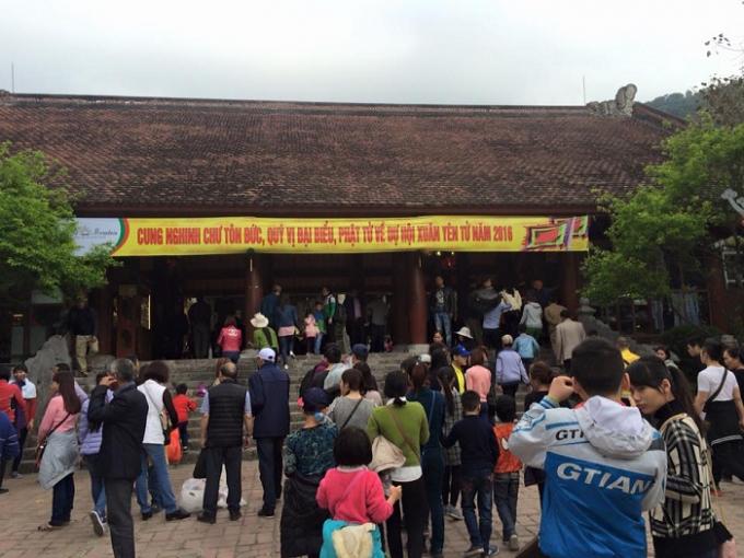 Ngay từ sáng sớm những ngày đầu xuân năm mới, dòng người đã đổ về Yên Tử rất đông.