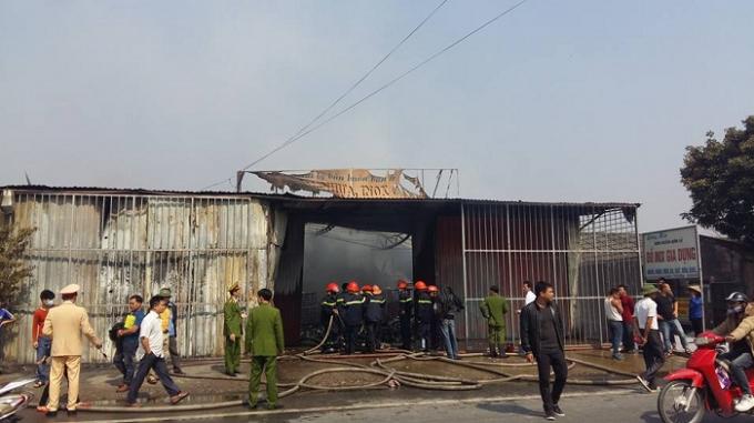 Vụ hỏa hoạn đã thiêu rụi toàn bộ cửa hàng.
