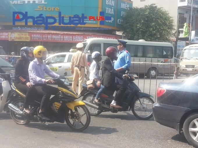 Lượng lượng CSGT và TTGT được huy động tối đa đảm bảo trật tự an toàn giao thông trong những ngày diễn ra lễ hội.