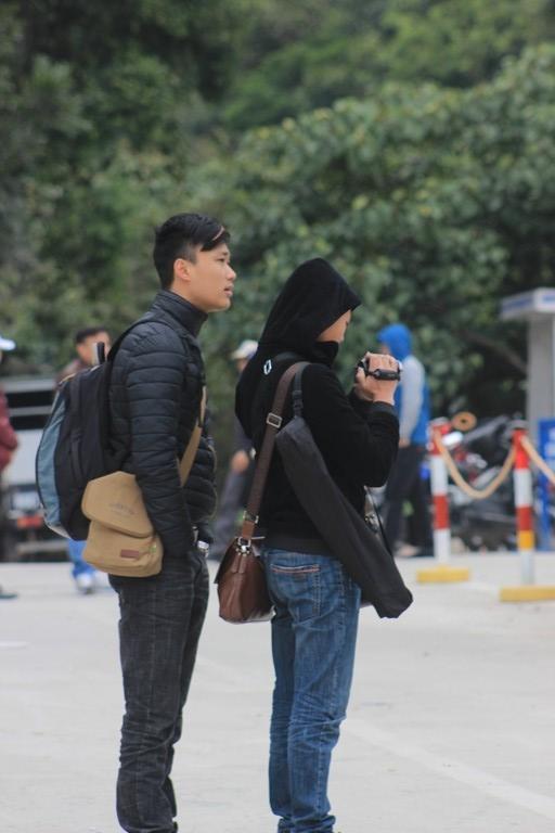 Du khách ghi lại những khoảnh khắc tại lễ hội xuân Yên Tử 2016.