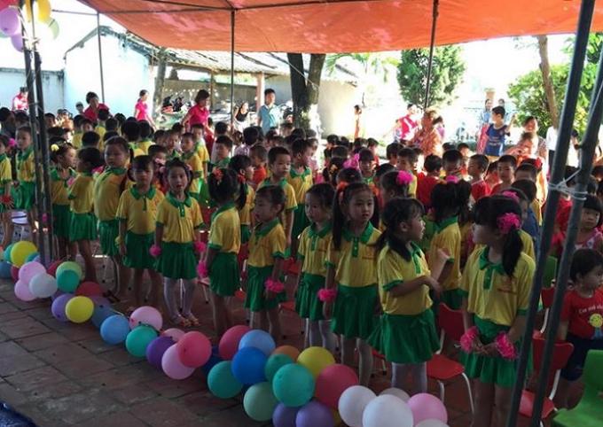 Hàng trăm cháu nhỏ trường mầm non Gia Tường tham gia chương trình văn nghệ trong ngày Quốc tế thiếu nhi.