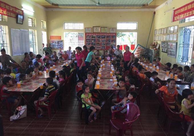 Hàng trăm các cháu nhỏ đã có một ngày hội vui vẻ trong ngày Quốc tế của mình.