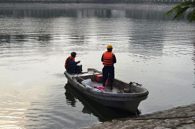 Đến 10h sáng nay, lượng cá cơ bản đã được vớt hết để đưa đi xử lý.
