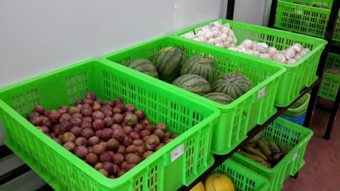 Các sản phẩm được bày bán tại cửa hàng.
