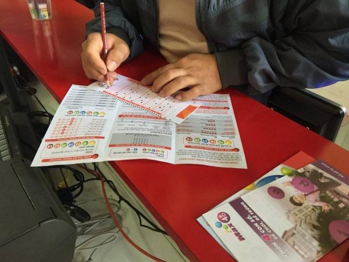 Khách mua vé tự chọn những con số của mình.
