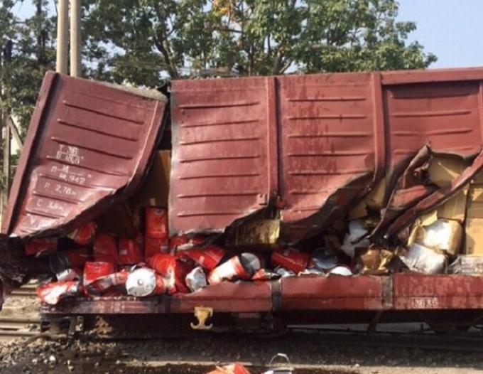Toa tàu và hàng hóa bị hư hại sau vụ việc.