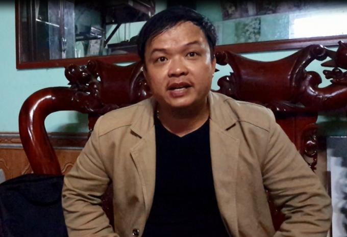 Anh Bền bức xúc khi nhận được Quyết định và Thông báo đột ngột của lãnh đạo xã Mai Lâm.