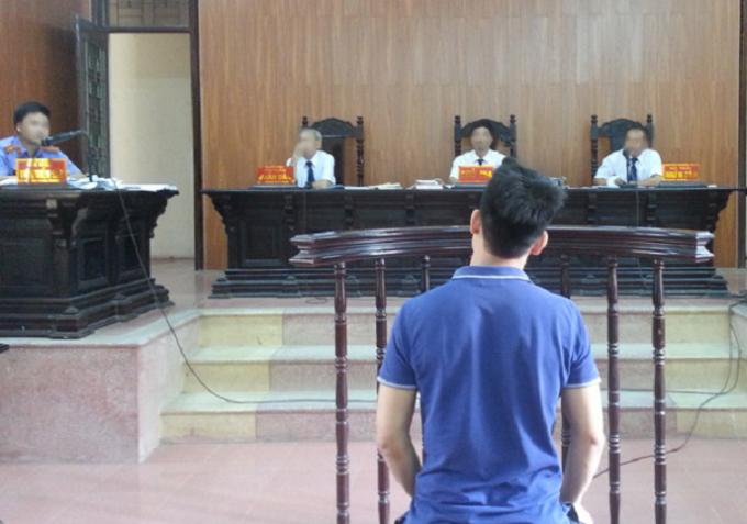 Bị can Tạ Quang Hồng tại phiên tòa xét xử ngày 16/5/2016.