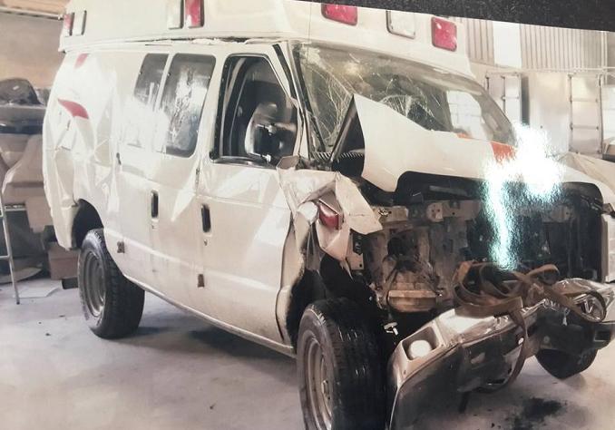 Chiếc xe cứu thương, vật chứng trong vụ án (bản ảnh).
