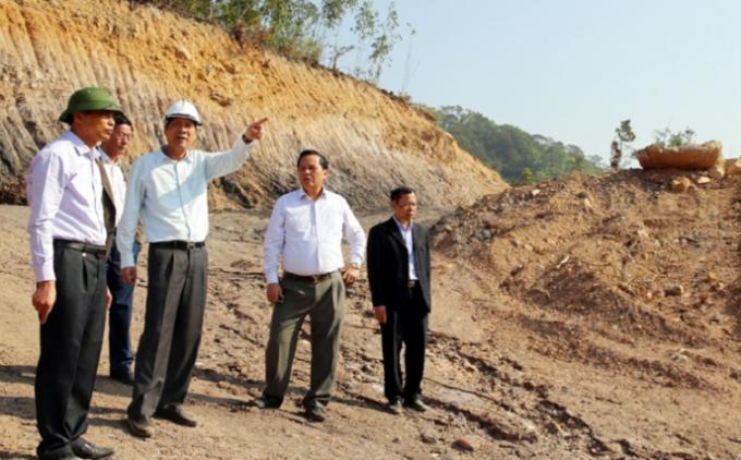 Ông Nguyễn Văn Đọc-Bí thư tỉnh ủy, Chủ tịch Hội đồng nhân tỉnh Quảng Ninh cùng lãnh đạo TP Hạ Long kiểm tra tiến độ các dự án trên địa bàn.