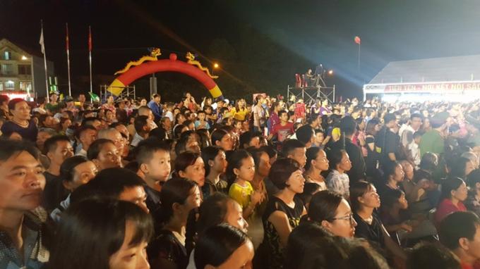 """Biển người tấp nập tại lễ khai mạc """"Tuần Văn hóa, Thể thao các dân tộc vùng Đông Bắc tỉnh Quảng Ninh"""""""