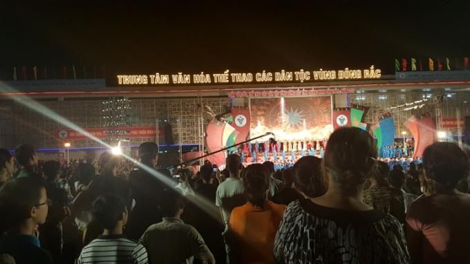 Đêm khai mạc đã thu hút đông đảo người dân địa phương cũng như du khách thập phương đến với Tiên Yên trong