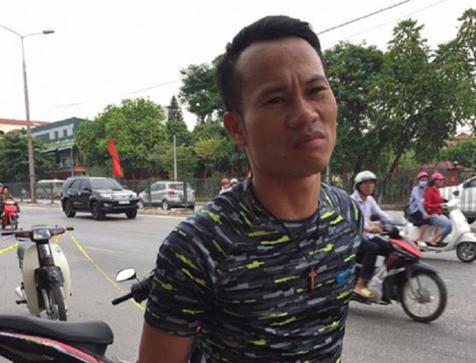 Đối tượng Lịa Văn Mai bị lực lượng 141 kiểm tra.